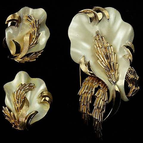 Trifari 'Alfred Philippe' Gold and Mother of Pearl Swaying Coral and Seaweed Pin and Clip Earrings Set